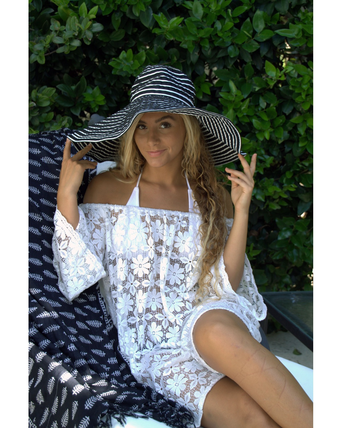 http://deanalan.us/2272-thickbox_default/lucy-off-the-shoulder-lace-kaftan.jpg