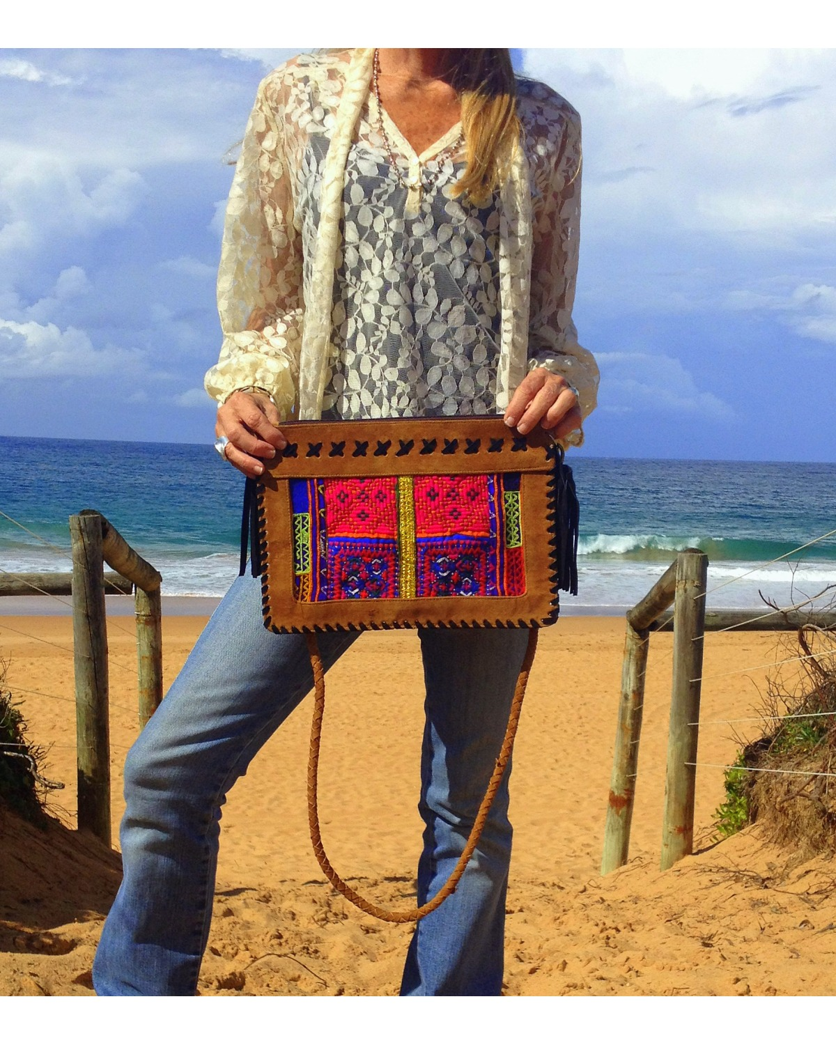 http://deanalan.us/2400-thickbox_default/tribal-banjara-cross-body-bag.jpg